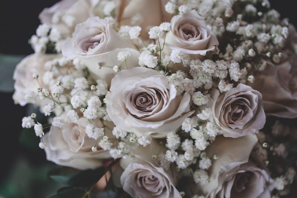 Alege cele mai frumoase flori pentru buchetul de mireasa